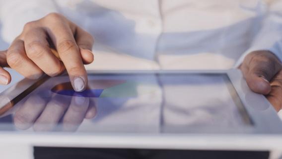 Om uw kredietwaardigheid te beoordelen in verband met uw bestelling en, bij het aanvragen van een Neste-kaart, om uw kredietlimiet in te stellen.